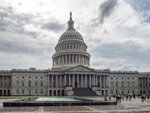 Washington DC, District van Colombia [de het Capitoolbouw van Verenigde Staten de V.S., schaduwrijk bewolkt weer alvorens te rege royalty-vrije stock afbeelding