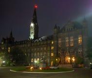 Washington DC, distrito de Columbia [Estados Unidos los E.E.U.U., universidad de Georgetown en la noche, capilla y salas de clase fotografía de archivo