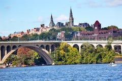Washington DC dominante de la universidad de Georgetown del puente Imágenes de archivo libres de regalías