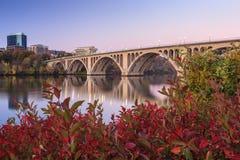 Washington DC dominante del puente fotos de archivo