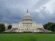 Washington DC, dystrykt kolumbii [Stany Zjednoczone USA Capitol budynek, ciemniutka chmurna pogoda przed padać, faling półmrok zdjęcia stock