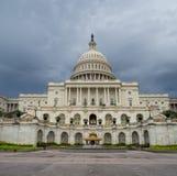 Washington DC, dystrykt kolumbii [Stany Zjednoczone USA Capitol budynek, ciemniutka chmurna pogoda przed padać, faling półmrok obraz stock