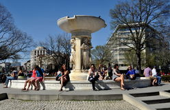 Washington,DC:  Fountain and People at Dupont Circle Royalty Free Stock Images