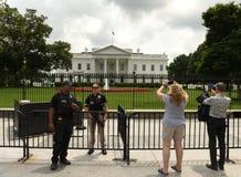 Washington, DC - 2 giugno 2018: Guar di servizio segreto e dei turisti immagine stock
