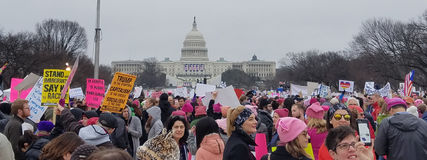 WASHINGTON DC - 21. JANUAR 2017: Frauen ` s März auf Washington Stockfotos