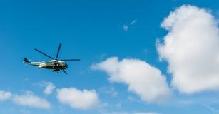 WASHINGTON DC: KWIECIEŃ 1, 2017: Stany Zjednoczone żołnierz piechoty morskiej Jeden Helicopte Zdjęcia Royalty Free