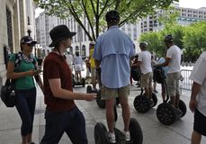Washington DC, Lipiec 4th 2017: Zwiedzająca wycieczka turysyczna Jedzie Segway od Waszyngtońskiego dystryktu kolumbii usa Obrazy Stock