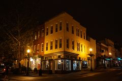 WASHINGTON DC, los E.E.U.U. - 16 de mayo de 2018 - calles de Georgetown en la noche en día lluvioso Imagen de archivo libre de regalías