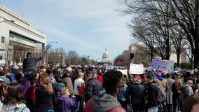 WASHINGTON, DC - 24 MARZO 2018: Marzo per la nostra dimostrazione di vite stock footage