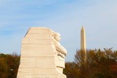 WASHINGTON DC - NOVEMBER 09, 2014: Martin Luther King Jr Memorial och den nationella monumentet på den nationella gallerian i Was Arkivfoton