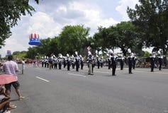 Washington DC, o 4 de julho de 2017: Os americanos no 4 de julho desfilam do Washington DC nos EUA Fotos de Stock Royalty Free