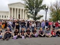 WASHINGTON, DC - 6 OTTOBRE 2018: La Corte suprema protesta ancora fotografia stock