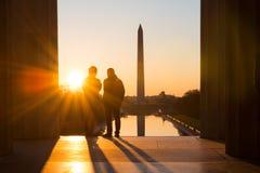 Washington DC, Schattenbilder bei Lincoln Memorial bei Sonnenaufgang Stockbild