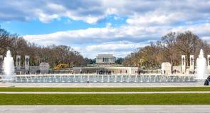 Washington DC, USA Panoramautsikt av minnesmärken för världskrig II arkivbild