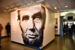 Washington DC, USA Tillträdeskorridor till Abraham Lincoln med den jätte- affischen av presidenten Lincoln Fotografering för Bildbyråer
