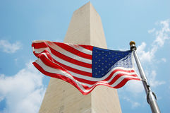 Washington-Denkmal und Staatsflagge von USA Lizenzfreies Stockbild