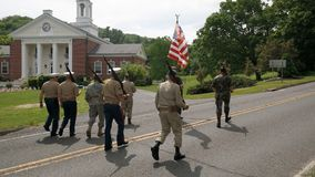 Washington Depot, CT, USA 05 30 2016 Veteranentagesparadeteilnehmer Lizenzfreie Stockfotos