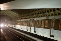 WASHINGTON, DISTRICT DE COLUMBIA - 14 AVRIL : Station de métro de métro de Washington DC le 14 avril 2017 photographie stock