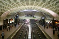 WASHINGTON, DISTRICT DE COLUMBIA - 14 AVRIL : Station de métro de métro de Washington DC le 14 avril 2017 photos stock