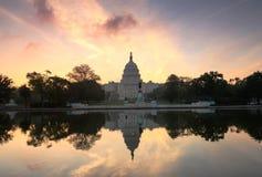 Washington för US-Capitolsoluppgång DC Arkivbild