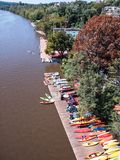 Washington, Georgetown, canoës colorés sur fleuve Potomac images libres de droits