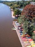 Washington Georgetown, färgrika kanoter på Potomac River royaltyfria bilder