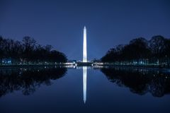 Washington Monument Against Blue Night-Hemel Royalty-vrije Stock Foto