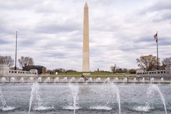 Washington Monument du mémorial de la deuxième guerre mondiale images libres de droits