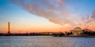 Washington Monument en Thomas Jefferson Memorial bij zonsondergang, Stock Fotografie