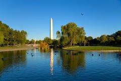 Washington-Monument im Park stockfotografie