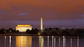 Washington Monument, Lincoln Memorial et pont commémoratif d'Arlington la nuit Images stock