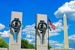 Washington monument near the World War II memorial Royalty Free Stock Photos