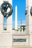 Washington Monument och minnesmärken för världskrig två i Washi Arkivbild