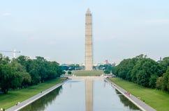 Washington Monument och reflekterande pöl Arkivbild