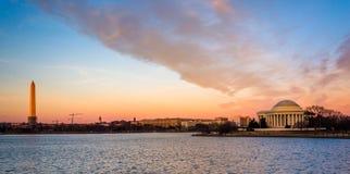 Washington Monument och Thomas Jefferson Memorial på solnedgången, Arkivbild