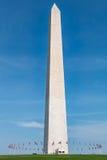 Washington Monument Surrounded vid 50 amerikanska flaggan Arkivbild