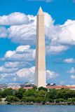 Washington Monument visto attraverso il bacino di marea in Washingto Fotografie Stock