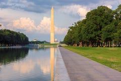 Washington Monument y piscina de reflejo en la puesta del sol, Washington DC imagen de archivo libre de regalías