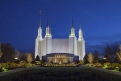 Washington Mormon Temple en la noche imagenes de archivo