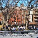 Washington Square Park in de stad van New York, hij slechts te geven liefde heeft Stock Fotografie