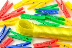 Wasknijpers en drooglijn Stock Fotografie