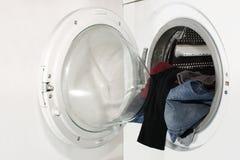 Wasmachine en wasserij royalty-vrije stock afbeelding