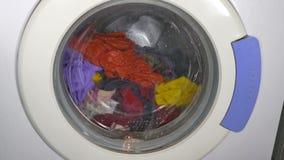 Wasmachine het draaien - vooraanzicht stock video
