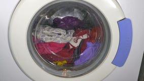 Wasmachine het draaien - vooraanzichtkleren stock video