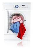 Wasmachine met linnen Stock Afbeeldingen