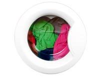 Wasmachine met schone kleurrijke kleren royalty-vrije stock foto's