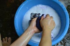 wasoverhemd met de hand Stock Fotografie