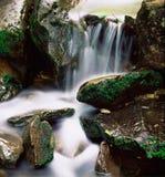 Wasser über Felsen Stockfotografie
