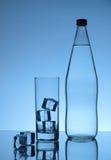 Wasser auf Blau Lizenzfreies Stockbild