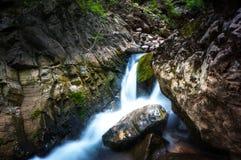 Wasser auf den Steinen Lizenzfreies Stockfoto